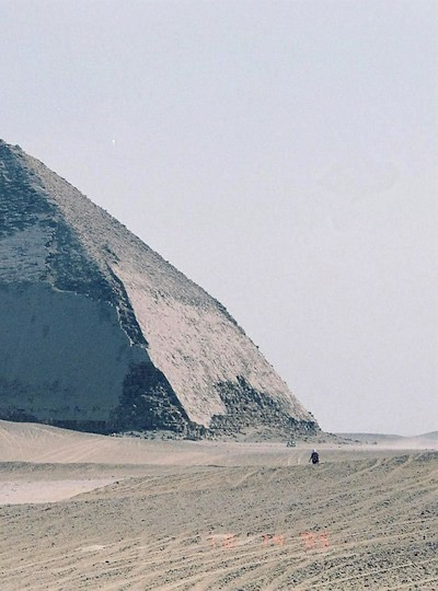 https://travel2egypt.org/wp-content/uploads/2018/12/bent-pyramid-in-dahshur.jpg