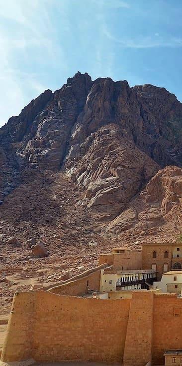 https://travel2egypt.org/wp-content/uploads/2018/12/st-catherine-monastery-1.jpg