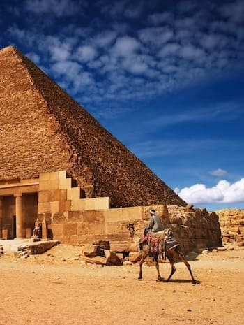 https://travel2egypt.org/wp-content/uploads/2019/04/second-pyramid.jpg